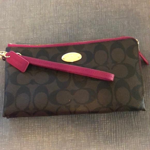 Coach Handbags - Coach wallet/wrislet